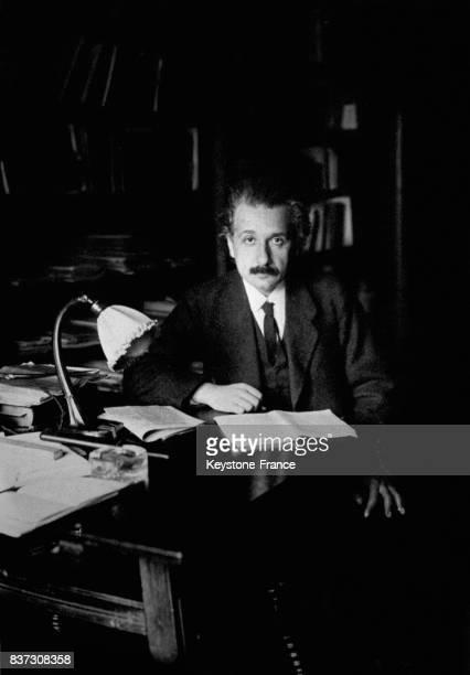 Albert Einstein dans son bureau le 20 mai 1921