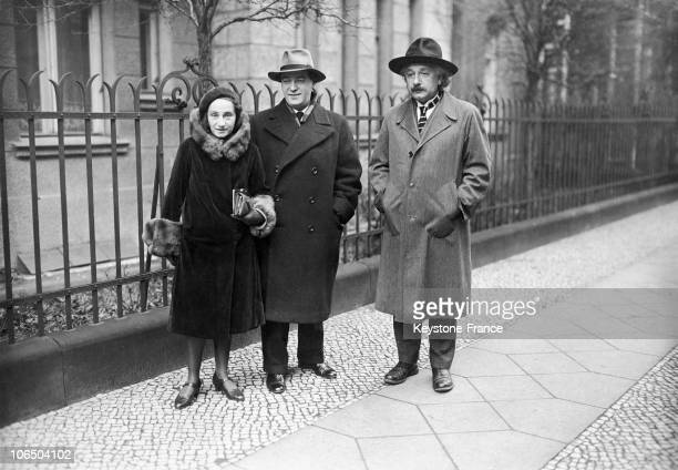 Albert Einstein The German Professor And Mathematicien With His Sister Margot And Her Husband Dimitri Marianoff A Russian Physician On The Day Of...