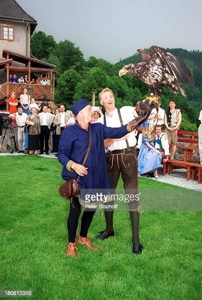 Albert Fortell Falkner im Kostüm WeißkopfSeeadler Gäste VorabFeier zum 50Geburtstag von Albert Fortell Burgfest auf Burg Oberkapfenberg...
