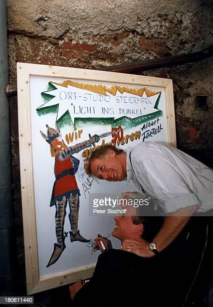 Albert Fortell Sascha Alexander Wussow VorabFeier zum 50Geburtstag von Albert Fortell Burgfest auf Burg Oberkapfenberg Kapfenberg/Österreich umarmen...