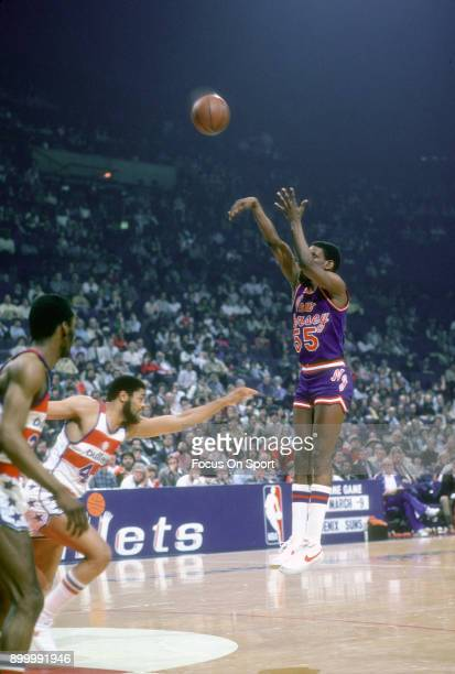 Albert King of the New Jersey Nets shoots the ball against the Washington Bullets during an NBA basketball game circa 1983 at the Capital Centre in...
