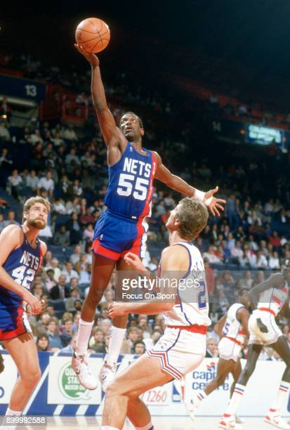 Albert King of the New Jersey Nets shoots the ball against the Washington Bullets during an NBA basketball game circa 1986 at the Capital Centre in...