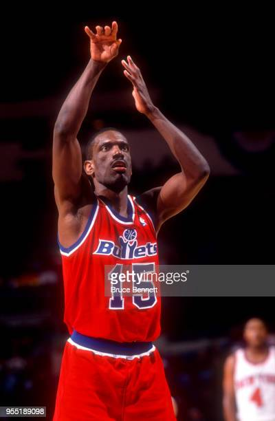 Albert King of the Washignton Bullets shoots his freethrows during an NBA preseason game against the New York Knicks circa October 1991 at the Nassau...
