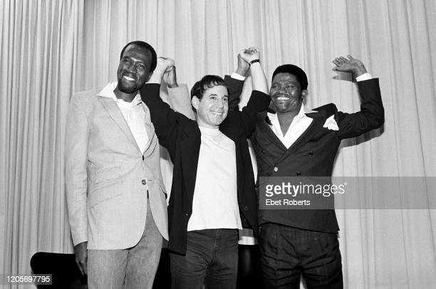Albert Mazibuko Paul Simon and Joseph Shabalala at a news conference announcing the release of Simon's 'Graceland' album in New York City on August...