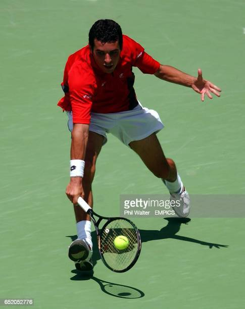 Albert Montanes in action against Marat Safin