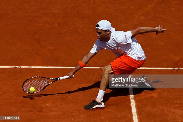 Albert Montanes of Spain hits a forehand during the men's singles round four match between Fabio Fognini of Italy and Albert Montanes of Spain on day...