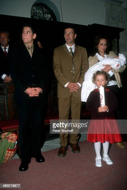 Albert Oberloher , Ehefrau Catherine Behrle-Oberloher mit Baby Alina Marie, Günther-Michael Behrle , vorne: Celine , Taufe von Tochter Alina Marie...