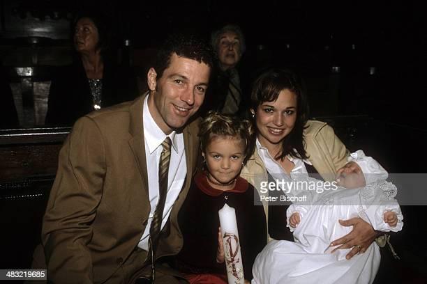 Albert Oberloher, Ehefrau Catherine Behrle-Oberloher mit Baby Alina Marie Oberloher und Celine , Taufe von Tochter Alina Marie Oberloher am ,...