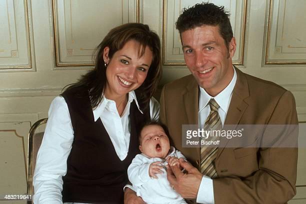 "Albert Oberloher, Ehefrau Catherine Behrle-Oberloher mit Tochter Alina Marie Oberloher, Feier nach Taufe von Alina Marie, ""Park-Hotel Maximilian"",..."