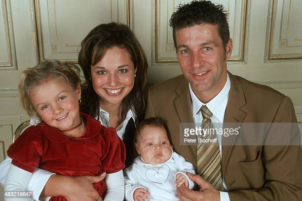 """Albert Oberloher, Ehefrau Catherine Behrle-Oberloher mit Tochter Alina Marie Oberloher und Celine , Feier nach Taufe von Alina Marie, """"Park-Hotel..."""