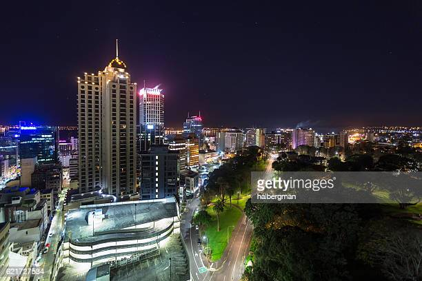 albert park and auckland buildings at night - auckland - fotografias e filmes do acervo