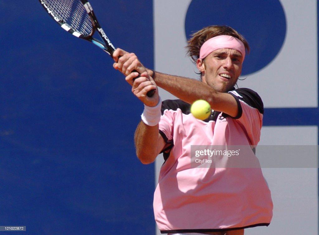 ATP - 2006 Estoril Open - Second Round - Albert Portas vs Gael Monfils : News Photo
