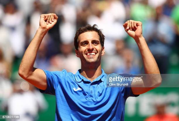 Albert RamosVinolas of Spain celebrates after victory in his third round match against Andy Murray of Great Britain on day 5 of the Monte Carlo Rolex...