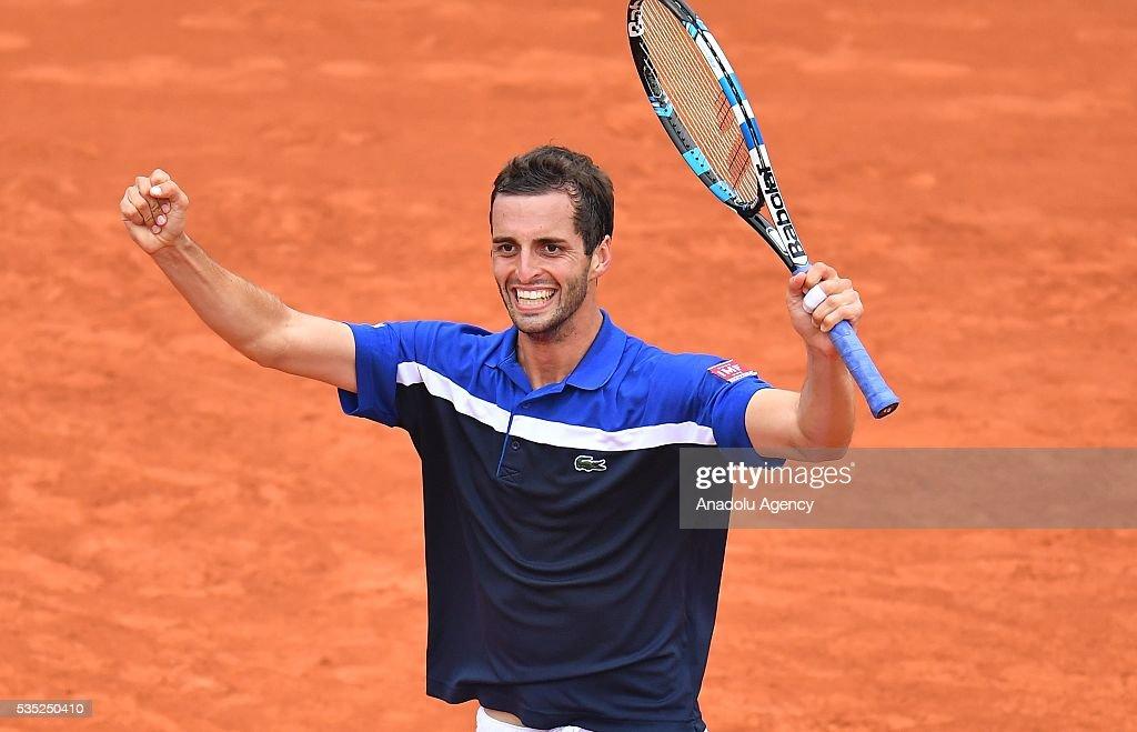 2016 French Open fourth round match - Albert Ramos-Vinolas vs Milos Raonic : News Photo