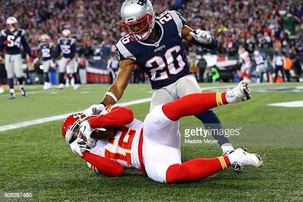 Albert Wilson of the Kansas City Chiefs catches a touchdown in the third quarter against Logan Ryan of the New England Patriots during the AFC...
