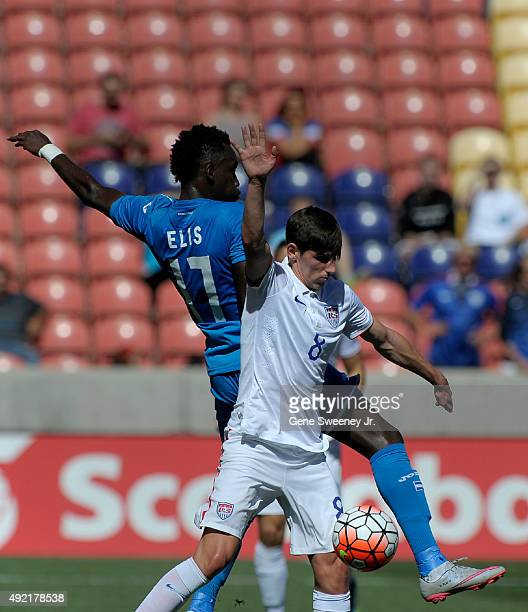 Alberth Elis of Honduras and Emerson Hyndman of the United States fight for the ball in the first half of the semifinal round of the 2015 CONCACAF...
