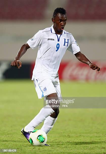 Alberth Elis of Honduras controles the ball during the FIFA U17 World Cup UAE 2013 Round of 16 match between Honduras and Uzbekistan at Sharjah...