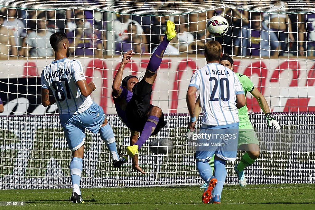 Alberto Aquilani of ACF Fiorentina in action during the Serie A match between ACF Fiorentina and SS Lazio at Stadio Artemio Franchi on October 19, 2014 in Florence, Italy.