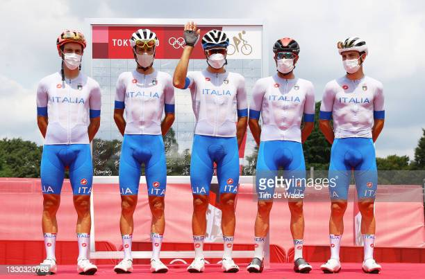 Alberto Bettiol, Vincenzo Nibali, Gianni Moscon, Damiano Caruso & Giulio Ciccone of Team Italy prior to during the Men's road race on day one of the...