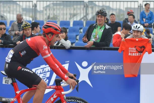 Alberto CONTADOR from Trek Sugafredo passes in front of a Chinses fan holding a tshirt 'Muchas Gracias ALBERTO' ahead of the start to his last...