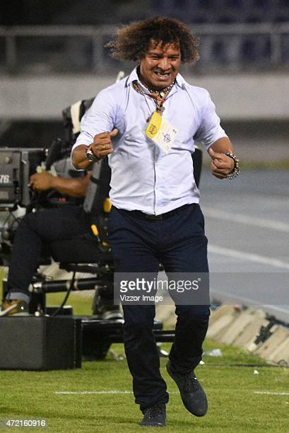 Alberto Gamero head coach of Deportes Tolima celebrates the first goal of his team scored by Isaac Arias during a match between Atletico Junior and...
