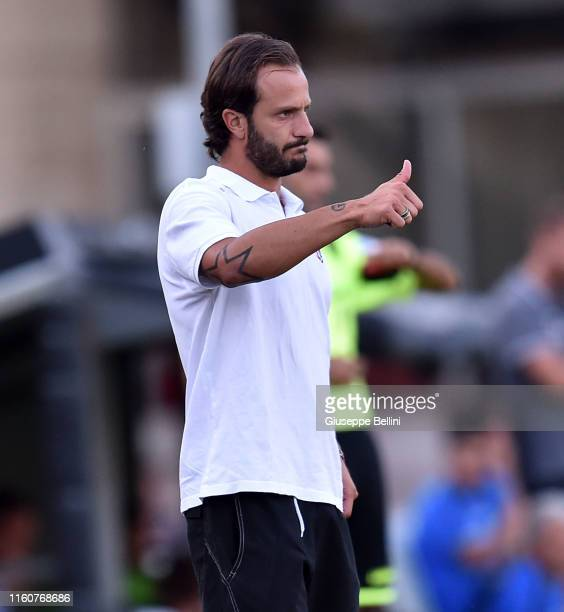 Alberto Gilardino head coach of Pro Vercelli gives a thumb up during the match between Ascoli Calcio 1898 FC and Pro Vercelli-TIM Cup at Stadio Cino...