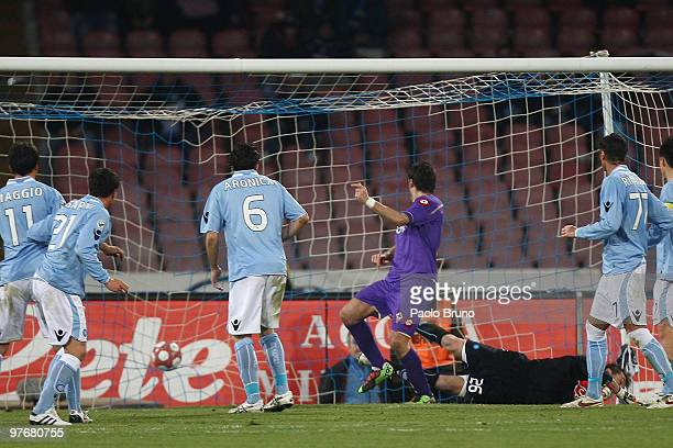 Alberto Gilardino of ACF Fiorentina scores his second goal during the Serie A match between SSC Napoli and ACF Fiorentina at Stadio San Paolo on...