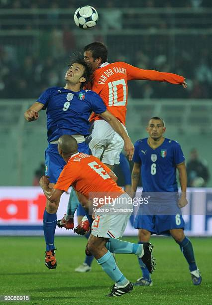 Alberto Gilardino of Italy clashes with Rafael van der Vaart of Holland during the international friendly match between Italy and Holland at...