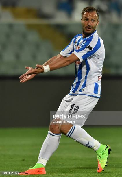 Alberto Gilardino of Pescara Calcio in action during the Serie A match between Pescara Calcio and US Citta di Palermo at Adriatico Stadium on May 22...