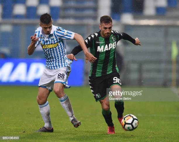 Alberto Grassi of Spal and Antonino Ragusa of US Sassuolo in action during the serie A match between US Sassuolo and Spal at Mapei Stadium Citta' del...