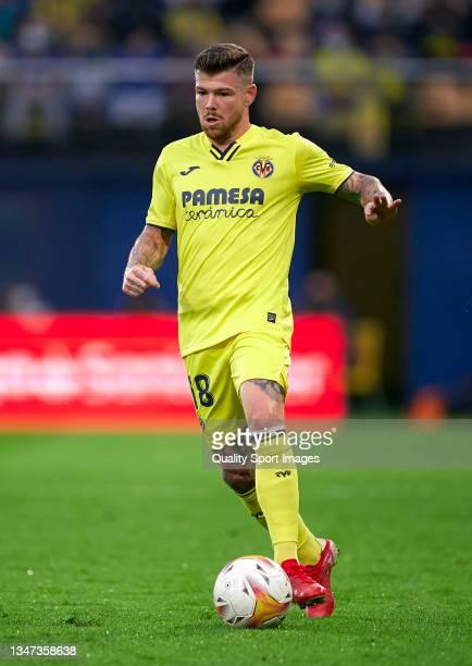 Alberto Moreno of Villarreal CF runs with the ball during the La Liga Santander match between Villarreal CF and CA Osasuna at Estadio de la Ceramica...
