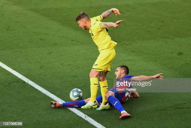 Alberto Moreno of Villarreal is challenged by Rober Correa of Eibar during the Liga match between Villarreal CF and SD Eibar SAD at Estadio de la...