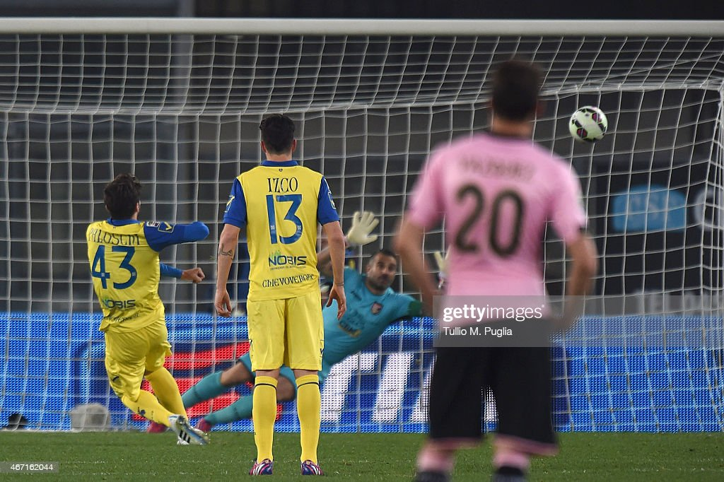 Alberto Paloschi (L) of Chievo misses a penalty during the Serie A match between AC Chievo Verona and US Citta di Palermo at Stadio Marc'Antonio Bentegodi on March 21, 2015 in Verona, Italy.