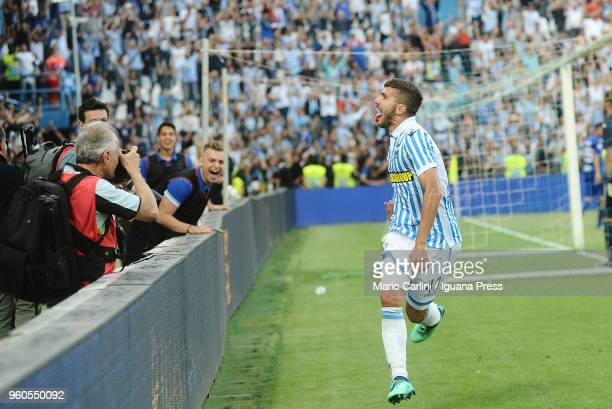 Alberto Paloschi of Spal celebrates after scoring his team's fourth goal during the serie A match between Spal and UC Sampdoria at Stadio Paolo Mazza...