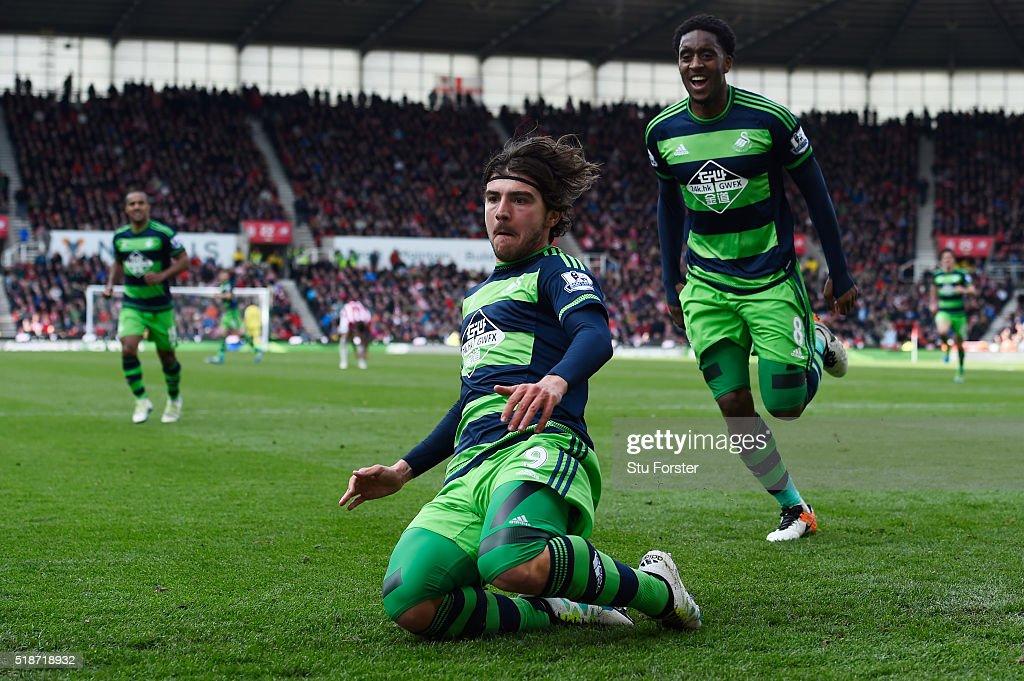 Stoke City v Swansea City - Premier League : News Photo