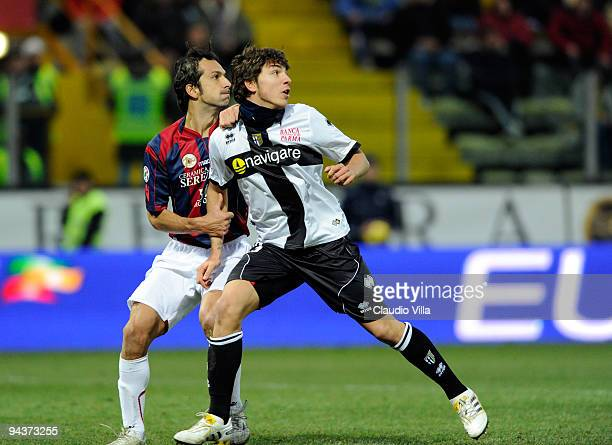 Alberto Paloschiof Parma FC tussles with Davide Bombardini of Bologna FC during the Serie A match between Parma and Bologna at Stadio Ennio Tardini...