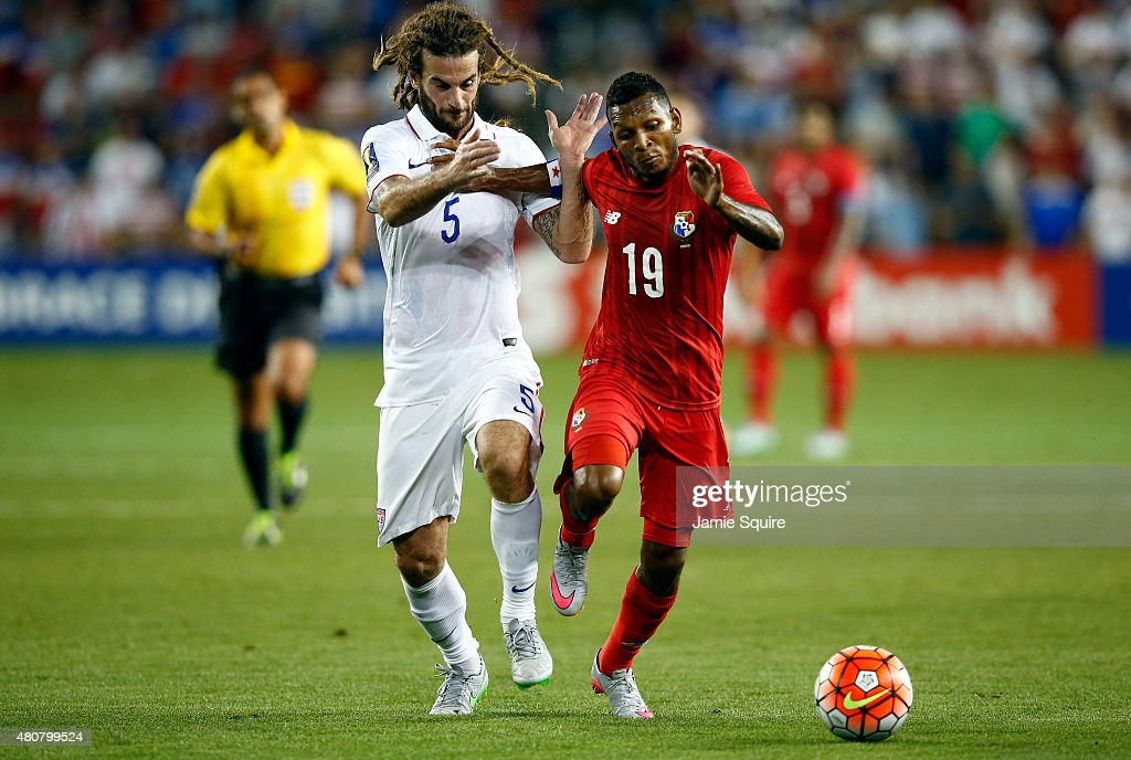 Alberto Quintero #19 of Panama and Kyle Beckerman #5 of the USA chase the ball during the CONCACAF Gold Cup match at Sporting Park on July 13, 2015 in Kansas City, Kansas.