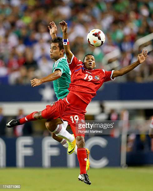 Alberto Quintero of Panama jumps for a header with Adrian Aldrete of Mexico during the CONCACAF Gold Cup semifinal match at Cowboys Stadium on July...
