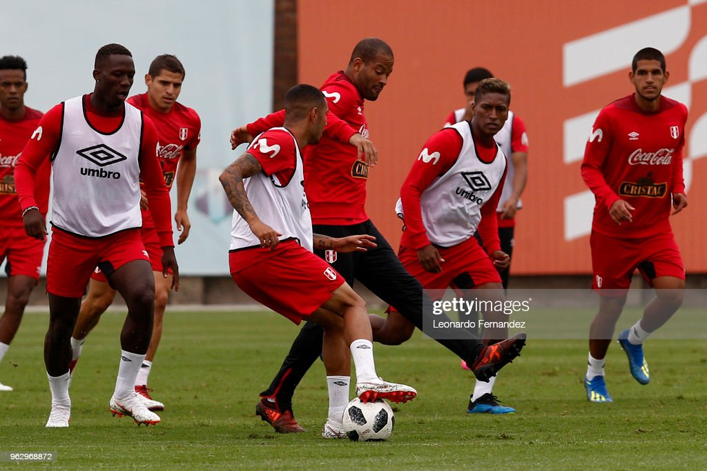 Alberto Rodriguez fights for the ball during a training session ahead of FIFA World Cup Russia 2018 on May 25, 2018 in Lima, Peru.