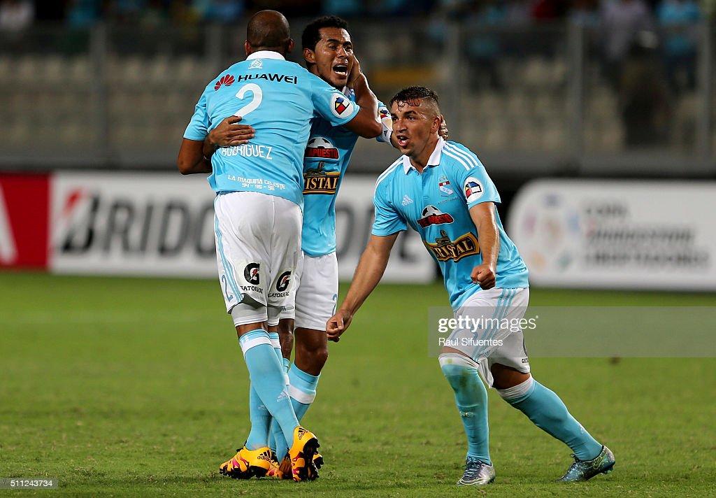 Sporting Cristal v Pe–narol - Copa Bridgestone Libertadores 2016 : ニュース写真