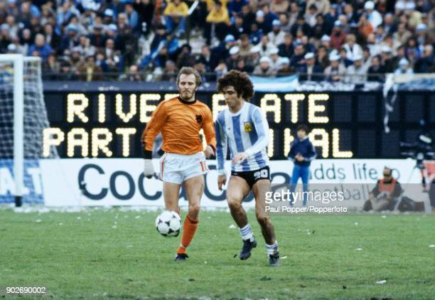 Alberto Tarantini of Argentina is chased by Holland's Rene Van De Kerkhof during the FIFA World Cup Final between Argentina and Holland at the...