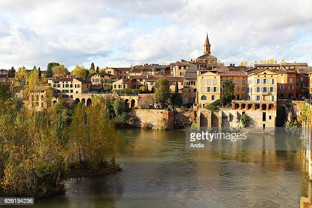 houses on the banks of the Tarn river in the district of la Madeleine In the background the Church of La Madeleine The Episcopal City and Albi...