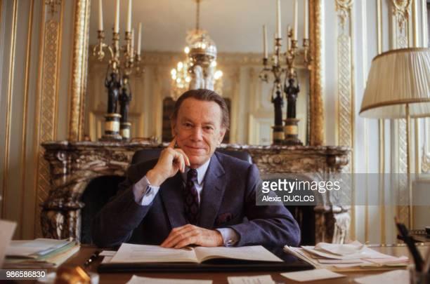 Albin Chalandon garde des sceaux dans son bureau au ministère de la justice à Paris le 3 avril 1987 France