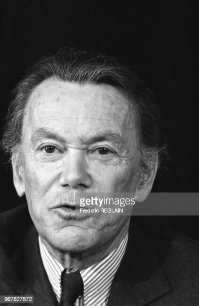 Albin Chalandon ministre de la justice lors d'une conférence de presse à Paris le 28 avril 1986 France