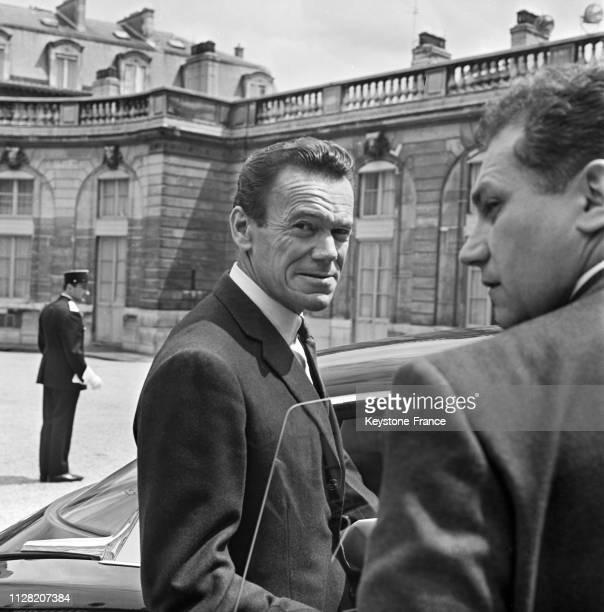 Albin Chalandon ministre de l'Industrie à sa sortie du palais de l'Elysée à Paris France le 5 juin 1968