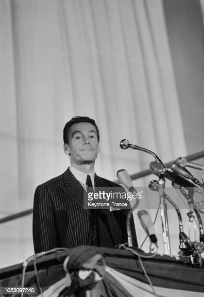Albin Chalandon prononçant un discours au congrès UNRUDT à Lille France le 2 décembre 1967