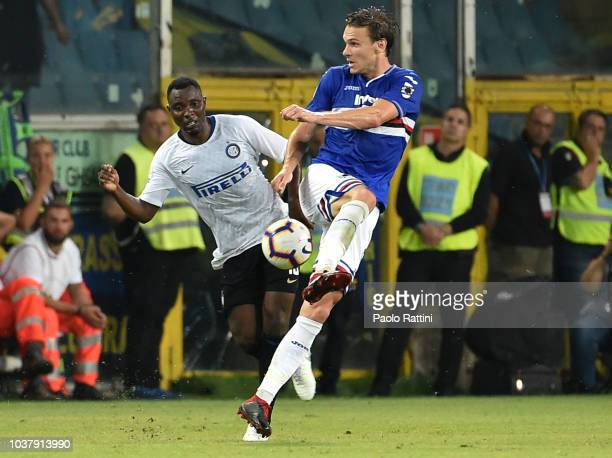 Albin Ekdal of Sampdoria and Kwadwo Asamoah of Inter during the serie A match between UC Sampdoria and FC Internazionale at Stadio Luigi Ferraris on...