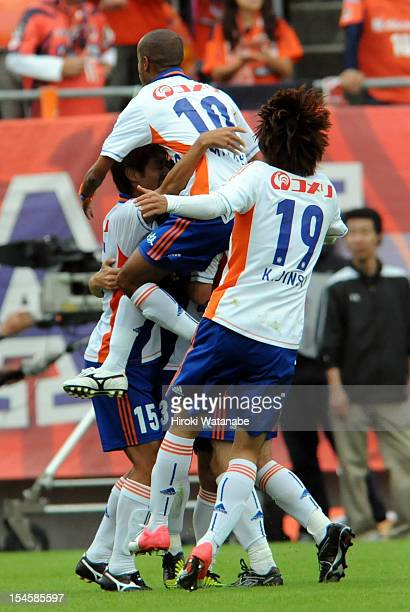 Albirex Niigata players celebrate their first goal by Atomu Tanaka during the JLeague match between Omiya Ardija and Albirex Niigata at Nack 5...