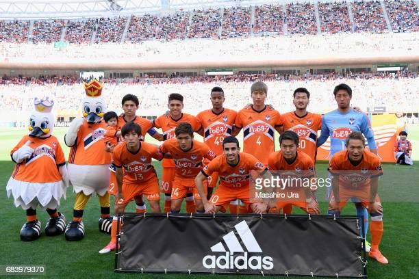 Albirex Niigata players line up for the team photos prior to the JLeague J1 match between Albirex Niigata and Urawa Red Diamonds at Denka Big Swan...