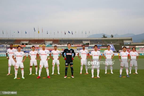Albirex Niigata players line up for the team photos prior to the J.League Meiji Yasuda J2 match between Ventforet Kofu and Albirex Niigata at the...